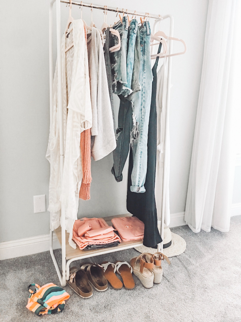 How to pack for a trip using a Capsule Wardrobe!